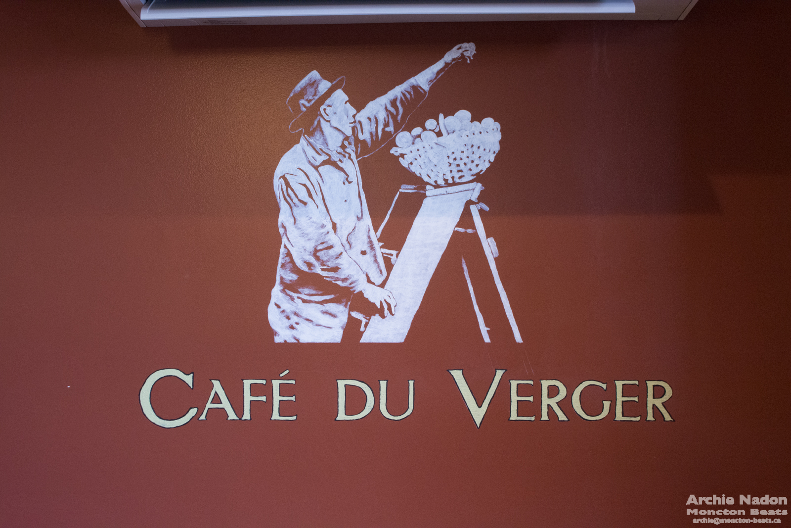 Café du verger sign of apple picker